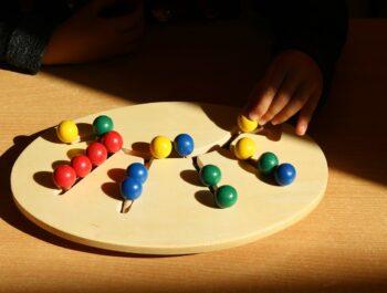 Logikai játékok gyerekeknek a szellemi fejlődés érdekében